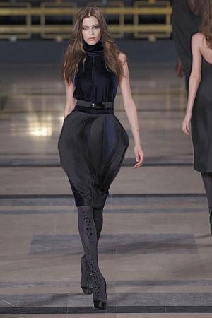 Показ Stephane Rolland коллекции сезона Осень-зима 2010-2011 года Haute couture - www.elle.ru - Подиум - фото 168028