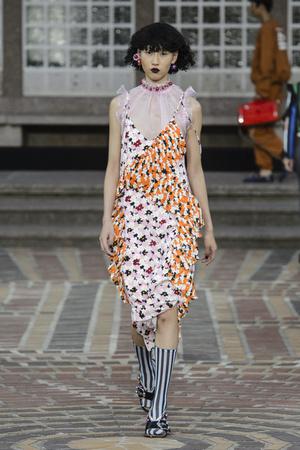 Показы мод Kenzo Весна-лето 2018 | Подиум на ELLE - Подиум - фото 5571