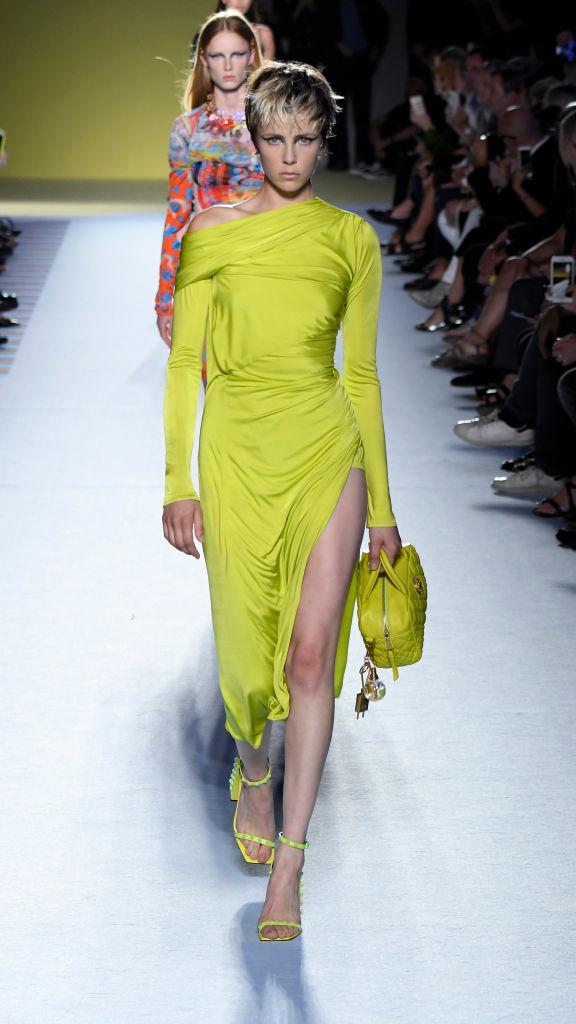 Энциклопедия красоты: 15 супермоделей на показе Versace (фото 6)