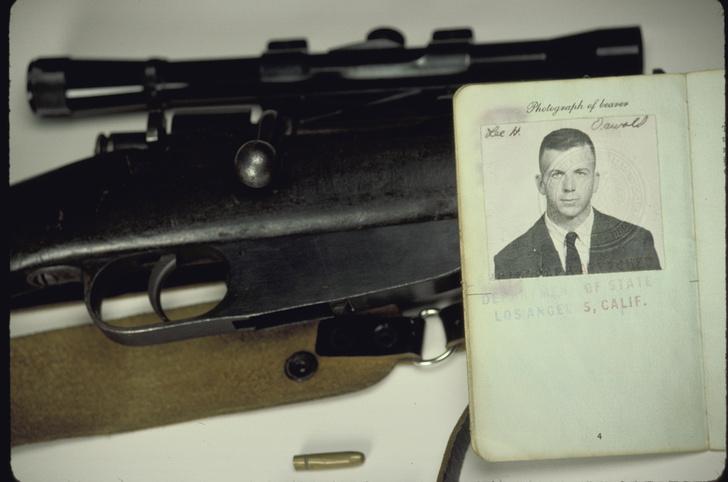 Винтовка и удостоверение Ли Харви Освальда