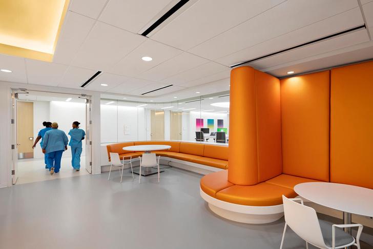 Яркая больница в Чикаго лечит дизайном (фото 7)