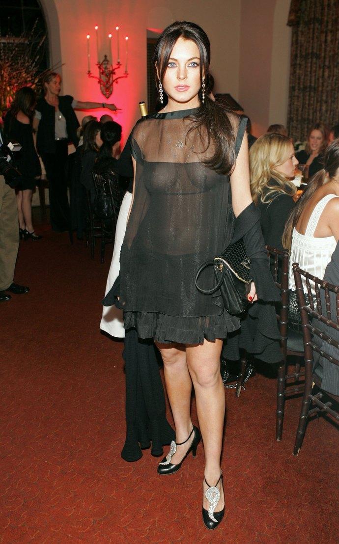 Девушка с короткой стрижкой в прозрачном платье видео, фото жоп раздвинутых ног и мокрых пилоток