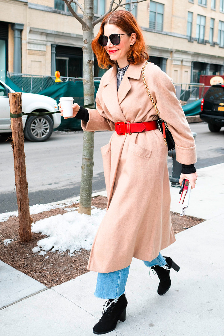 Широкий ремень: носим с пуховиком, пальто и платьем-рубашкой фото [5]
