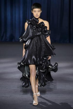Показ Givenchy коллекции сезона осень-зима  2018-2019 года Prêt-à-porter - www.elle.ru - Подиум - фото 713371
