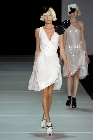 Показы мод Emporio Armani Весна-лето 2012 | Подиум на ELLE - Подиум - фото 1881