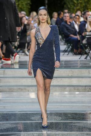 Показ Versace коллекции сезона Весна-лето 2018 года Men prêt-à-porter - www.elle.ru - Подиум - фото 622241