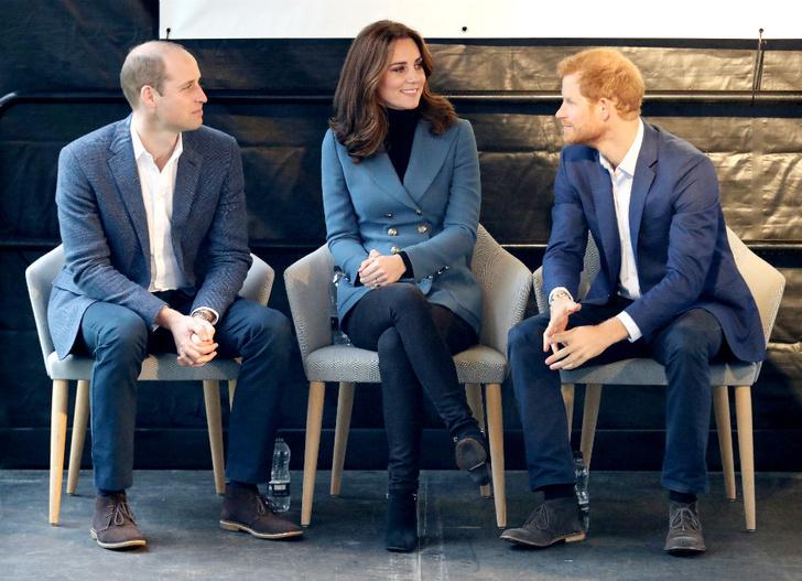 Беременная Кейт Миддлтон с принцами Гарри и Уильямом посетили спортивное мероприятие фото [6]