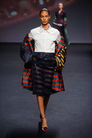 Показ Christian Dior коллекции сезона Осень-зима 2013-2014 года haute couture - www.elle.ru - Подиум - фото 556357