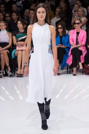 Показ Christian Dior коллекции сезона Весна-лето 2015 года Prêt-à-porter - www.elle.ru - Подиум - фото 590867
