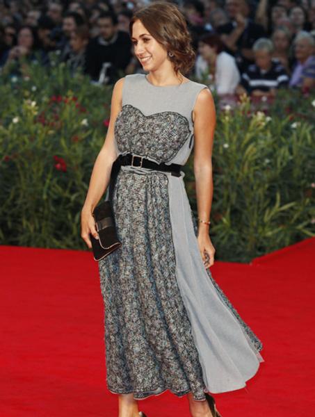 Дельфина Фенди в платье Louis Vuitton (осень 2010)