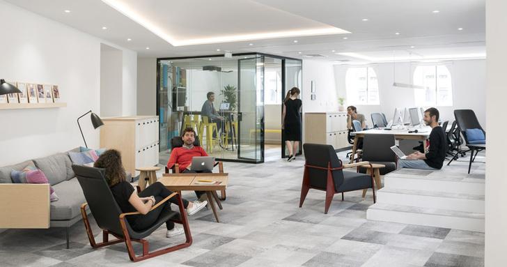 Новый офис Airbnb в парижской мансарде