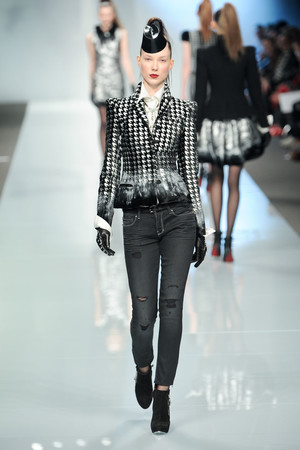 Показы мод Roccobarocco Осень-зима 2011-2012 | Подиум на ELLE - Подиум - фото 2254