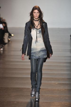 Показы мод Barbara Bui Осень-зима 2009-2010 | Подиум на ELLE - Подиум - фото 3143