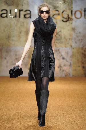 Показ Laura Biagiotti коллекции сезона Осень-зима 2012-2013 года prêt-à-porter - www.elle.ru - Подиум - фото 366224