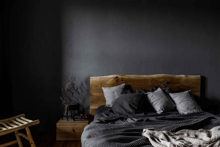 Брутальная квартира в бежевых тонах с черной спальней 72 м² (фото 13)