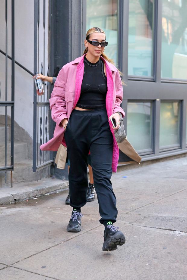 Pink mood: яркая куртка в стиле Дуа Липы, которая нужна нам всем в пасмурную погоду (фото 3)