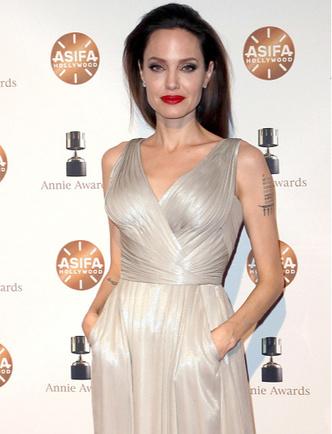 Фото дня: Анджелина Джоли с детьми на Annie Awards (фото 4)