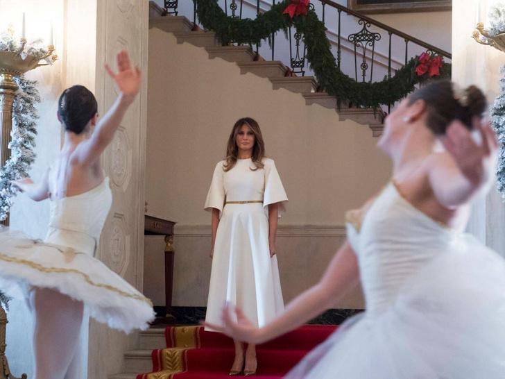 Праздник близко: роскошный образ Мелании Трамп на Рождество (фото 7)