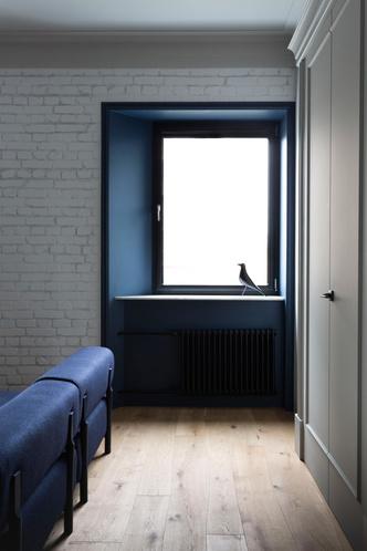 Белая квартира с синими акцентами 78 м² (фото 1)