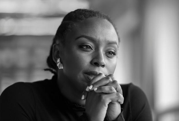 Нужно воспитывать в своем окружении «феминизм повседневности»: Чимаманда Нгози Адичи (фото 2)