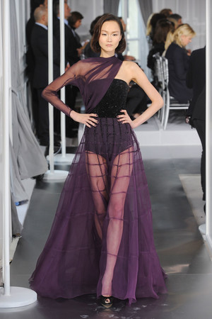 Показ Christian Dior коллекции сезона Весна-лето 2012 года Haute couture - www.elle.ru - Подиум - фото 330486