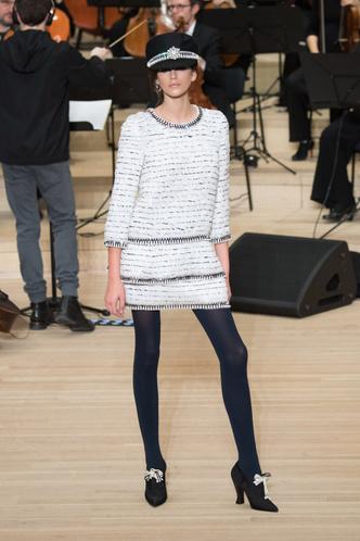 Кайя Гербер стала звездой показа Chanel в Гамбурге (фото 1)