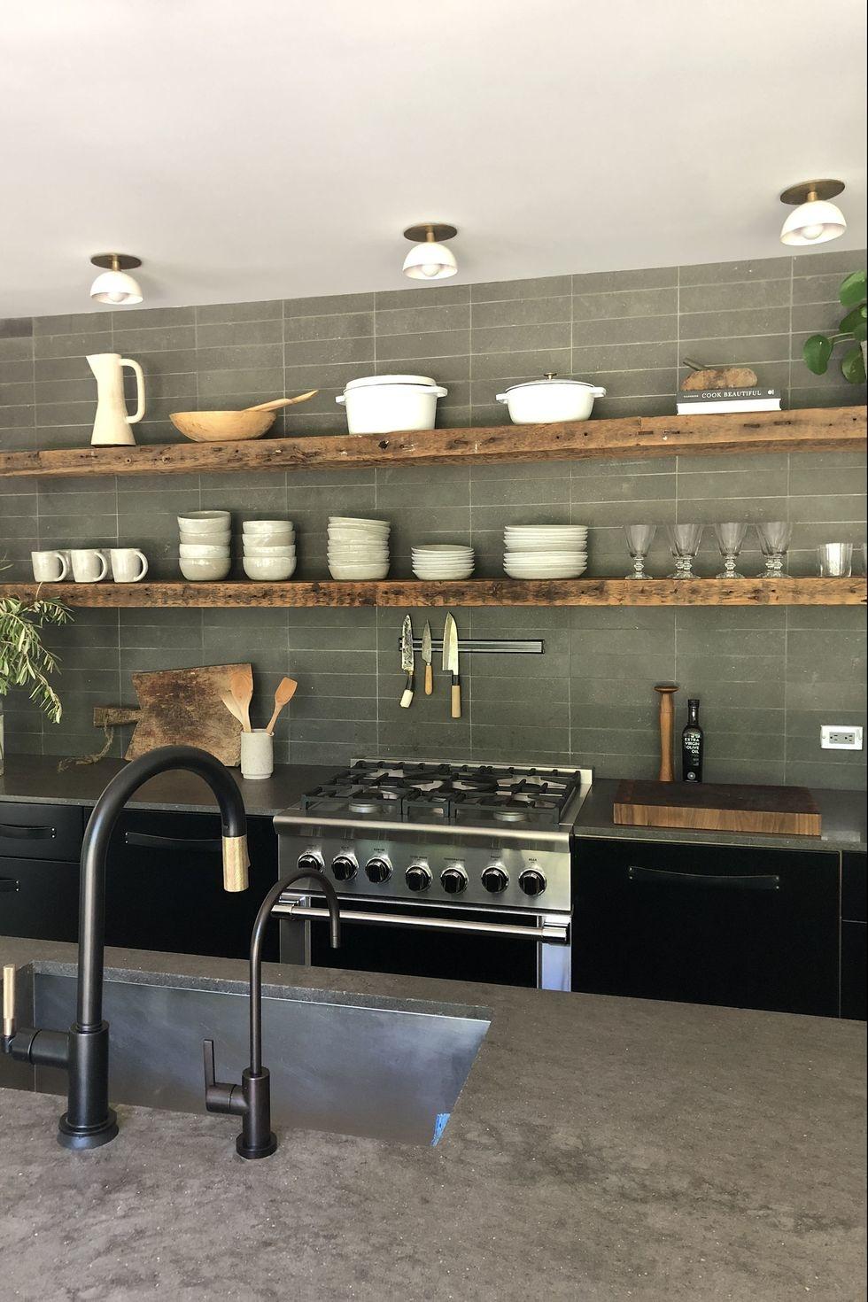 Открытые полки на кухне: 20 примеров (галерея 1, фото 2)