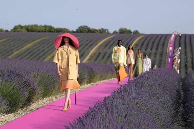 На удаленке: лекции Института моды Франции и Фонда МакКуина (фото 1)