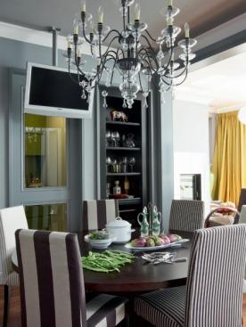 Круглый стол Clifton Road от John Hutton, рядом стулья, Meridiani. Кухня, Minotti Cucine.