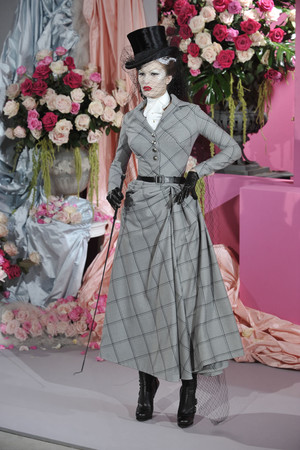 Показ Christian Dior коллекции сезона Весна-лето 2010 года haute couture - www.elle.ru - Подиум - фото 138238