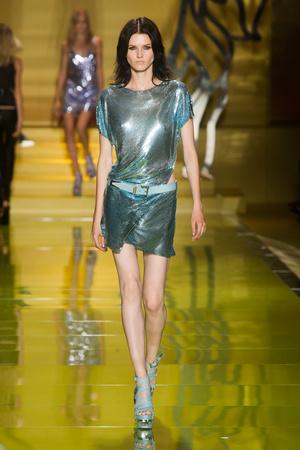 Показ Versace коллекции сезона Весна-лето 2014 года Prêt-à-porter - www.elle.ru - Подиум - фото 564867