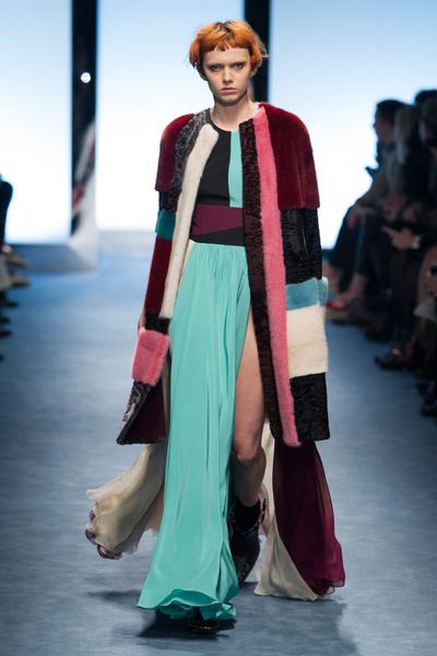 Самые красивые образы Недели моды в Милане   галерея [1] фото [7]