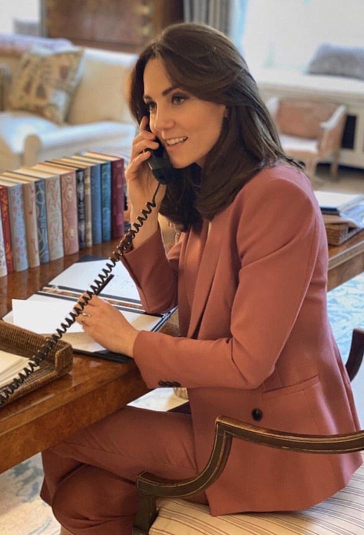 В любимом розовом костюме: новое появление Кейт Миддлтон во время пандемии (фото 3)