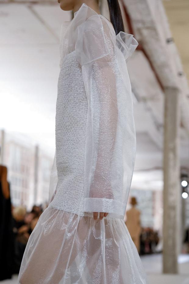 Неоновые шляпы и платья-подушки: Nina Ricci RTW Fall 2019 (фото 15)