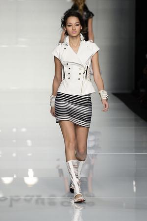 Показы мод Roccobarocco Весна-лето 2010 | Подиум на ELLE - Подиум - фото 2958