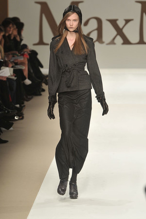Показы мод Max Mara Осень-зима 2009-2010 | Подиум на ELLE - Подиум - фото 3217