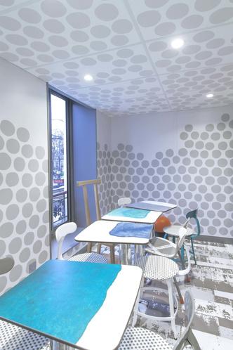 В Париже открылся McDonald's по дизайну Паолы Навоне (фото 9.2)