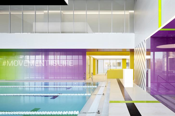 Разноцветный спортклуб в Екатеринбурге по проекту VOX Architects (фото 11)