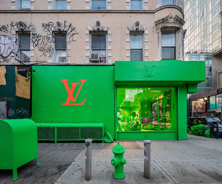 virgil abloh and louis vuitton colorize every inch of NYC pop-up in neon green (фото 0)