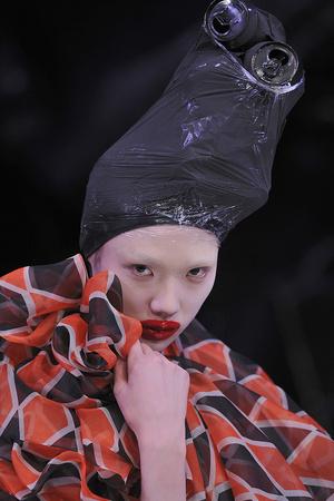 Показ Alexander McQueen коллекции сезона Осень-зима 2009-2010 года Prêt-à-porter - www.elle.ru - Подиум - фото 97058