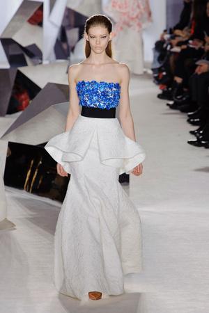 Показ Giambattista Valli коллекции сезона Весна-лето 2014 года Haute couture - www.elle.ru - Подиум - фото 574303