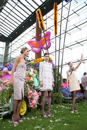 Показ Emanuel Ungaro коллекции сезона Весна-лето 2011 года Prêt-à-porter - www.elle.ru - Подиум - фото 193528