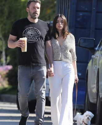 Но есть и хорошие новости: Ана де Армас и Бен Аффлек на прогулке (фото 3.2)