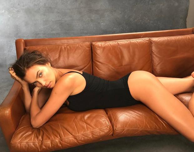Снова в деле: Ирина Шейк снялась в новой фотосессии