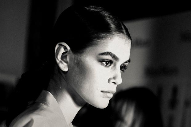 Самые красивые модели на бэкстейдже в Милане (фото 21)