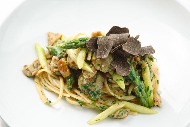 Рецепт дня: паста с белыми грибами, спаржей, артишоками и трюфелем (фото 3)