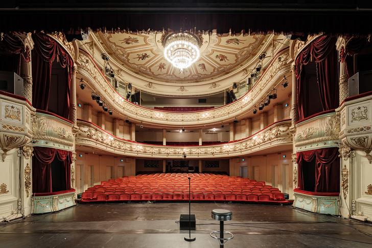 Александровский театр в Хельсинки выставлен на продажу (фото 2)