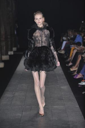 Показ Valentino коллекции сезона Осень-зима 2009-2010 года haute couture - www.elle.ru - Подиум - фото 88435