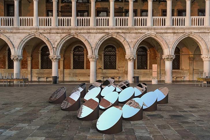 Зеркальная инсталляция в Венеции (фото 2)