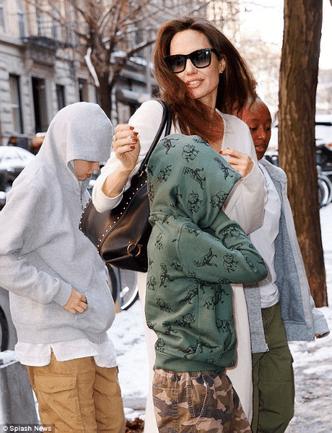 Фото дня: Анджелина Джоли с детьми в Нью-Йорке (фото 5)